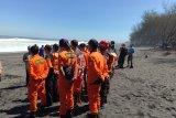 Tim SAR melanjutkan pencarian dua wisatawan terseret ombak Pantai Bantul