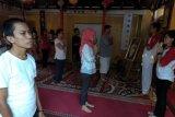 Puluhan peserta mengikuti peringatan Hari Yoga Internasional di Sleman