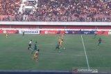 Diwarnai insiden, PSS tahan imbang Bhayangkara FC 1-1