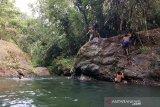 Objek wisata air terjun dan pemandian Tanjung Belit mempesona wisatawan