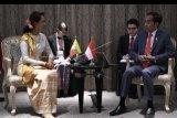 Jokowi-Aung San Suu Kyi bicarakan pengungsi Rohingya di sela-sela KTT