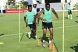 Samuel Kalu sempat ambruk karena dehidrasi