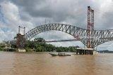 Debit Sungai Barito naik, tongkang dilarang melintasi jembatan KH Hasan Basri