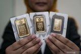 Harga emas berjangka tak berubah di akhir perdagangan, tetapi turun dalam perdagangan elektronik
