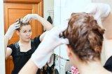 Tes yang harus dilakukan sebelum warnai rambut