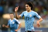 Edinson Cavani antar Uruguay tundukkan Chile dan jawarai Grup C