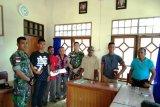 Satgas Yonif 328/DGH berikan perangkat olahraga kepada pemuda Keerom