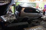 Viral di media sosial, gara-gara pedal gas tersangkut Daihatsu Grand Max seruduk minimarket