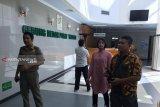 Dokter minta Wali Kota Surabaya masih dirawat di ICU