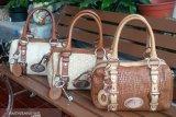 Trik membeli tas 'branded' bekas berkualitas