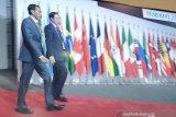 Presiden Jokowi disambut PM Jepang Shinzo Abe di Osaka