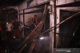 Belasan kios di Pasar Gajah Demak terbakar