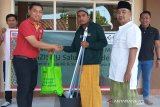 LazisNU menyalurkan donasi Alfamart melalui Gerakan Masjid Bersih