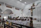 51 anak Paroki BHKY Rumengkor terima Komuni Pertama