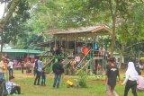 Remaja bersihkan sampah pengunjung Way Kambas selama libur Lebaran