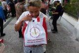VIDEO: Presiden Jokowi bagikan ribuan paket sembako untuk warga Yogyakarta