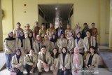 Mahasiswa KKN-PPM UGM mempelajari pertanian lahan gambut
