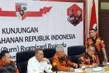 Menhan tunggu penyelidikan helikopter TNI AD