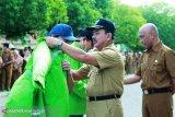 49 petugas kebersihan di Kabupaten Majene dapat kartu BPJS