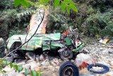 Bus terjun ke jurang, 33 penumpang tewas