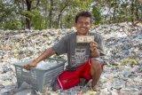 Tumpukan sampah import di Kerawang