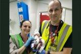 Bayi lahir di tengah konser Pink di stadion Anfield banjir ucapan selamat