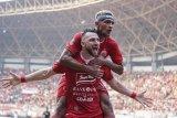 Klasemen Liga 1.  Persija dan Borneo menang