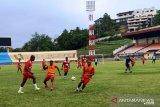 Liga 1 -- Persipura lawan Arema tanpa pelatih Luciano Leandro