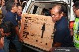 Menlu Retno menyerahkan jenazah Sutopo kepada keluarga