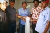 Koperasi Syalom GKI Biak Numfor produksi es balok untuk kebutuhan nelayan OAP