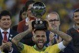 Alves jadi pesepak bola dengan trofi terbanyak dalam sejarah
