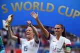 Kapten timnas putri AS menyabet Sepatu Emas dan Bola Emas