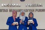 Trio mahasiswi Farmasi UMP ciptakan pengawet buah alami