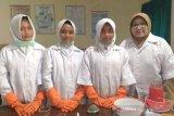Sabun antigatal daun ketepeng ini karya siswa SMPN 13 Magelang