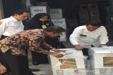 KPU Gunung Kidul membuka kotak suara berisi DPK