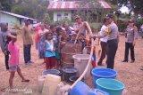 Polres Belu bagikan 73 tangki air bersih kepada masyarakat