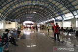 Suporter Persija mulai tiba di Stasiun Palmera Jakarta Selatan