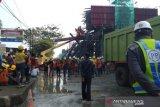Dua orang luka akibat tiang pancang Tol BORR ambruk