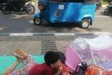 Pencari suaka di trotoar Jalan Kebon Sirih Jakarta tunggu direlokasi