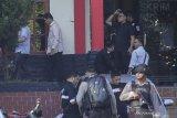 Gubernur Kepri dan dua pejabat ditangkap