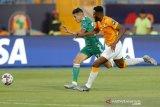 Aljazair persembahkan kelolosannya untuk Youcef Atal yang cedera