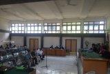 Majelis hakim vonis lima komisioner KPU Palembang enam bulan  penjara