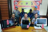 Dua tersangka pencuri ini terlacak setelah tawarkan ponsel curian