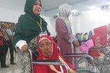 TKI asal Medan berangkatkan haji emaknya