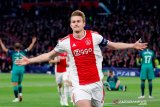 Juventus resmi rekrut De Ligt  dari Ajax