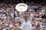 Halep juarai Wimbledon, kalahkan Serena