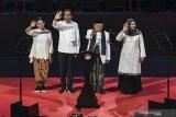 Jokowi Presiden, seorang perempuan cukur plontos rambutnya