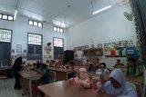 Puluhan orang tua siswa antusias antar anak hari pertama sekolah