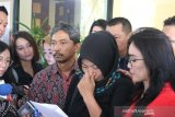 Baiq Nuril bacakan surat permintaan amnesti kepada Presiden