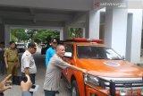 Sekda Baubau menyerahkan bantuan korban konflik di Buton